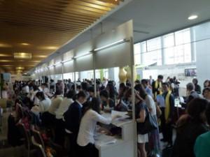 学会登録の様子。全体で1000人を超えた。日本からは120名、タイからは70名の参加