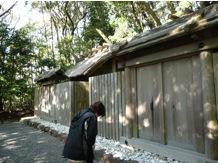 写真1 内宮摂社の朝熊神社(右)と朝熊御前神社(左)(2014年12月10日)