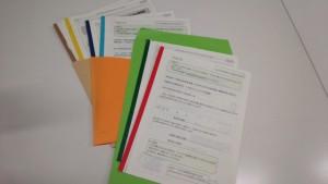 図3. 3世代研究の質問票:各世代に食習慣と生活習慣の2種類、合計6種類の質問票を用意しました。見た目が似ていて違いが分かりにくいため、帯の色と入れる封筒の色を変えて見わけがつくように工夫しました