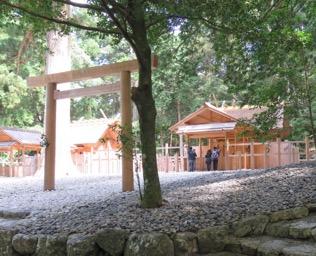 写真6 瀧原宮(右)と瀧原竝宮(左)(2016年7月3日)