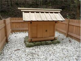 写真4 外宮所管社下御井神社の井戸の覆屋(2015年2月7日)